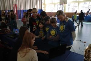Uczniowie ze szkoły w Grali.